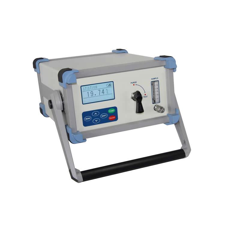 Portable dew point analyzer